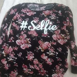Floral print maternity shirt with #selfie